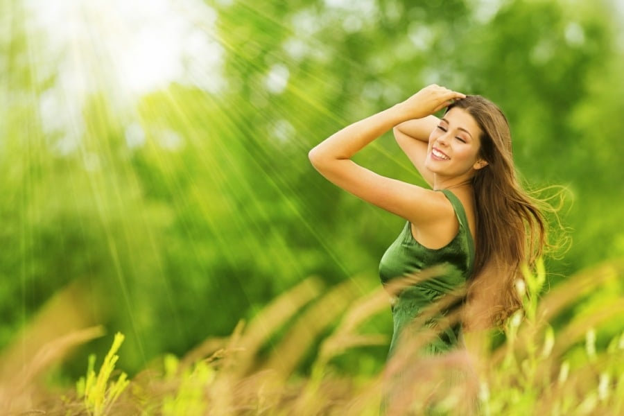 self confidence counselling wolverhampton - girl in green field