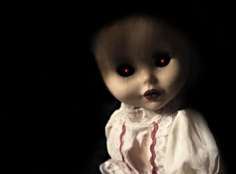 fear of dolls - pediophobia - evil looking china doll