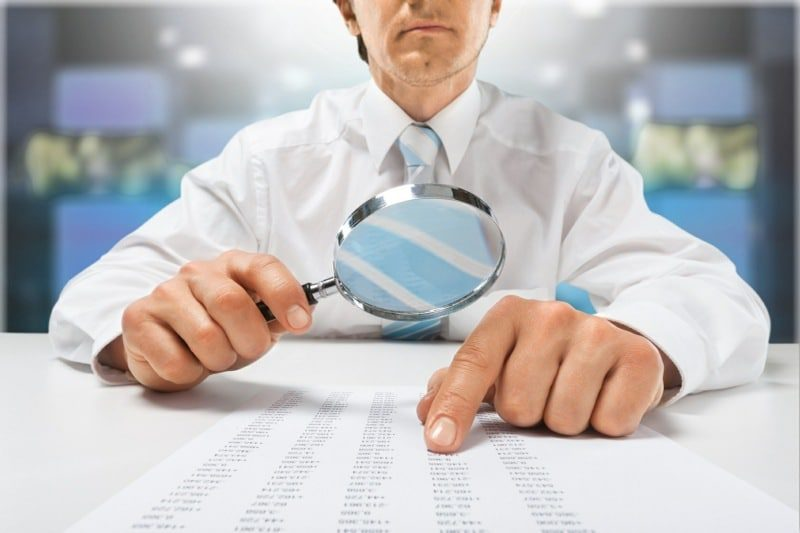 thinking errors impact on the way you experience reality - man with magnifying glass viewing list